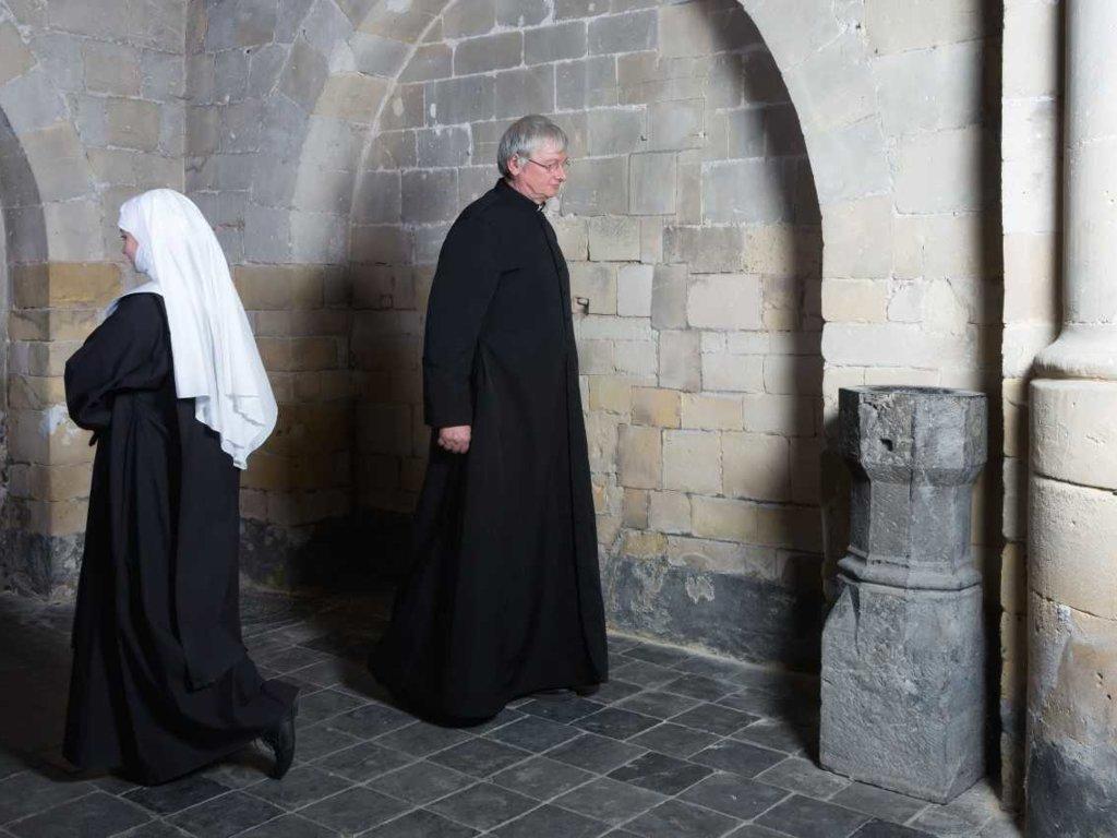 Czy księża mają emeryturę, a zakonnice zasiłek macierzyński?