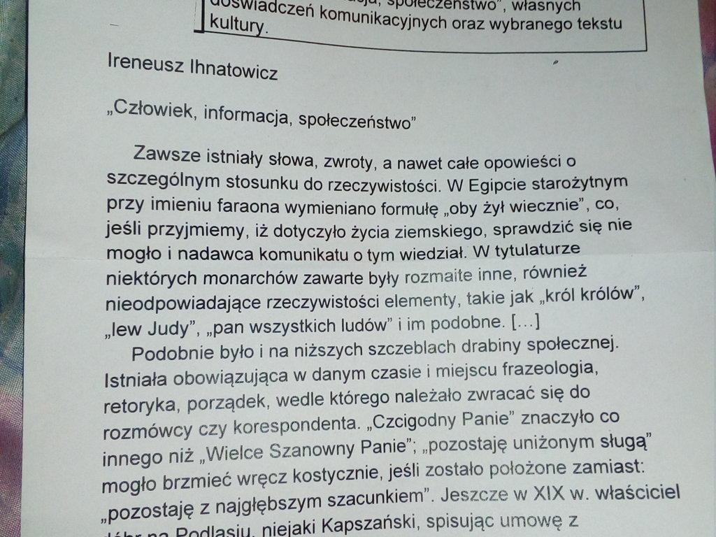 1.Jaką rolę w komunikacji językowej odgrywają wyrażenia i zwroty grzecznosciowe? Omów zagadnienie - załącznik 1